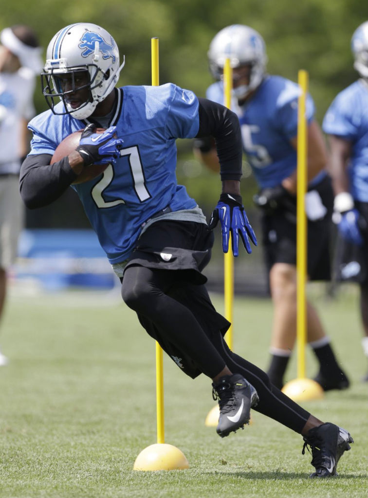 Reggie Bush Signs With Nike (1)