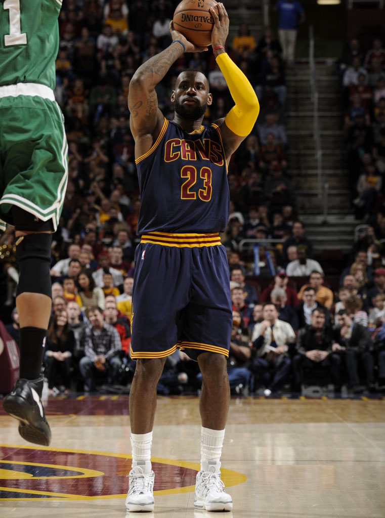 James New York: #SoleWatch: LeBron James Brought Back The Nike LeBron 3