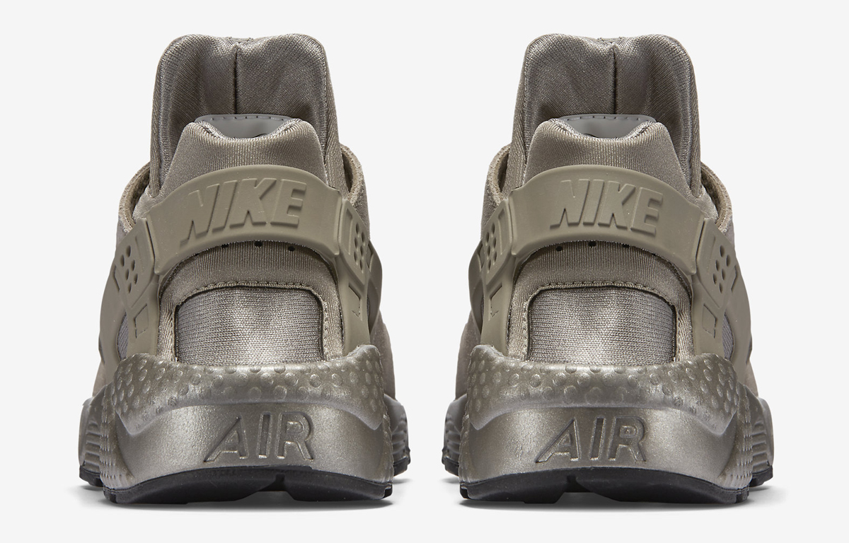 the best attitude bc46d eb176 Nike Just Released More Metallic Huaraches. Air ...
