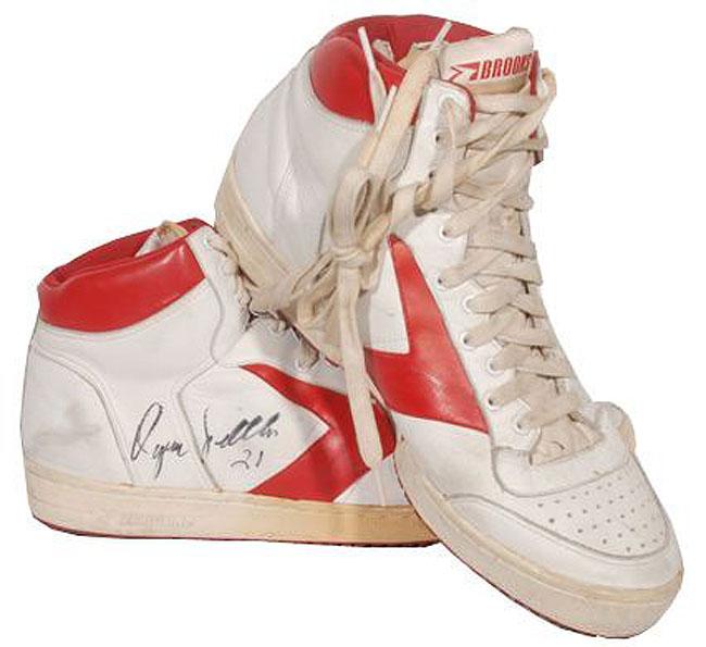 outlet store 0548e e81c2 Brooks Dominique Wilkins Shoes