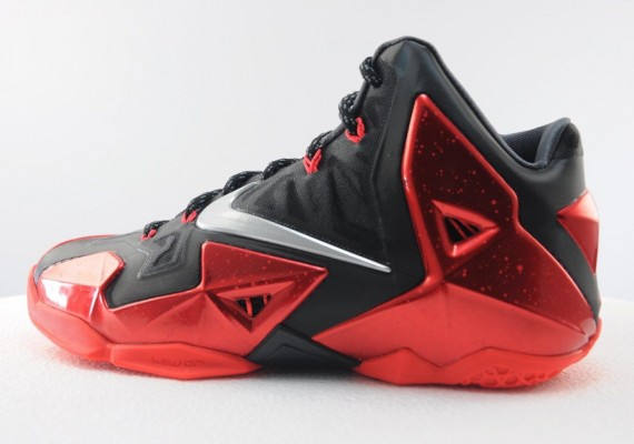 sale retailer 076a0 0264e Nike LeBron XI - Miami Heat 'Away' | Sole Collector