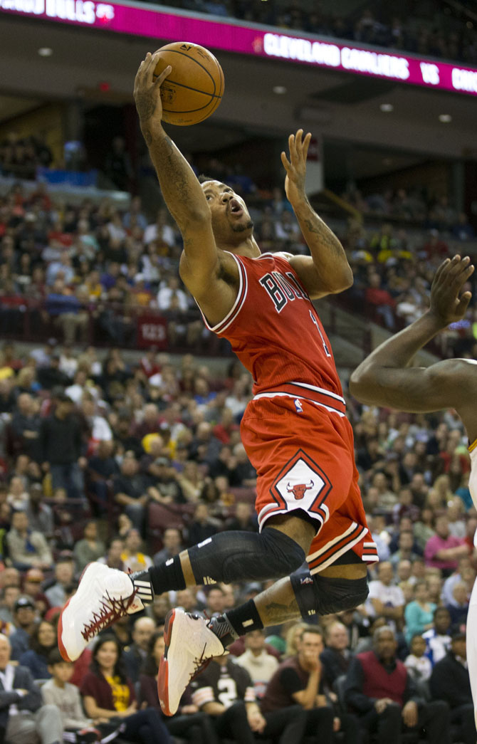 Derrick Rose Cooks Kyrie Irving in the adidas D Rose 5 Boost (1)