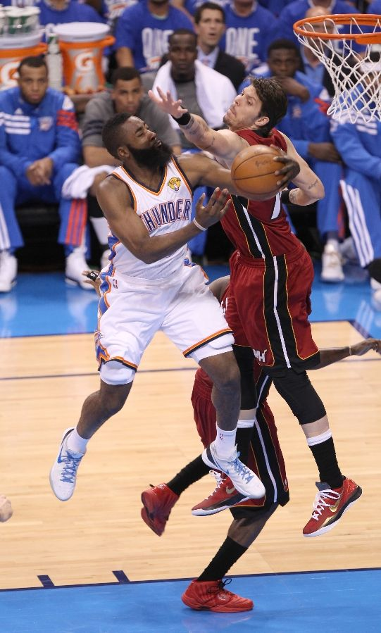 Sneaker Watch    Thunderous Rally Gives OKC Edge in Game 1  d53036001