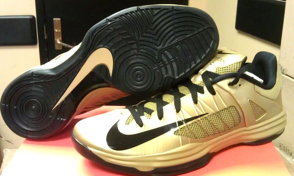 gold hyperdunks