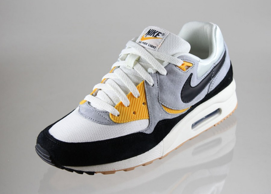 nike air max light le university gold sole collector. Black Bedroom Furniture Sets. Home Design Ideas
