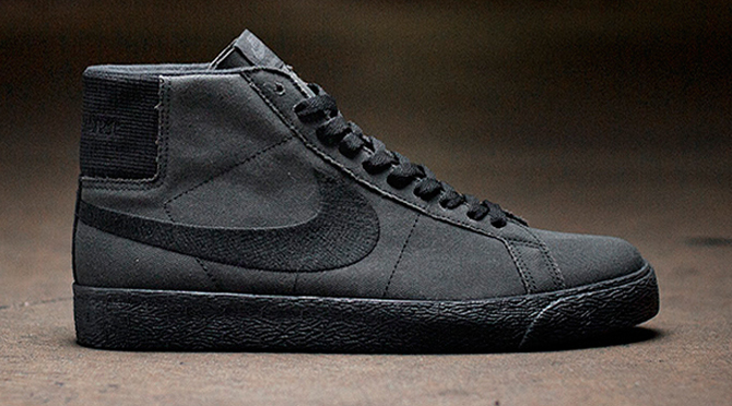 all black nike blazer