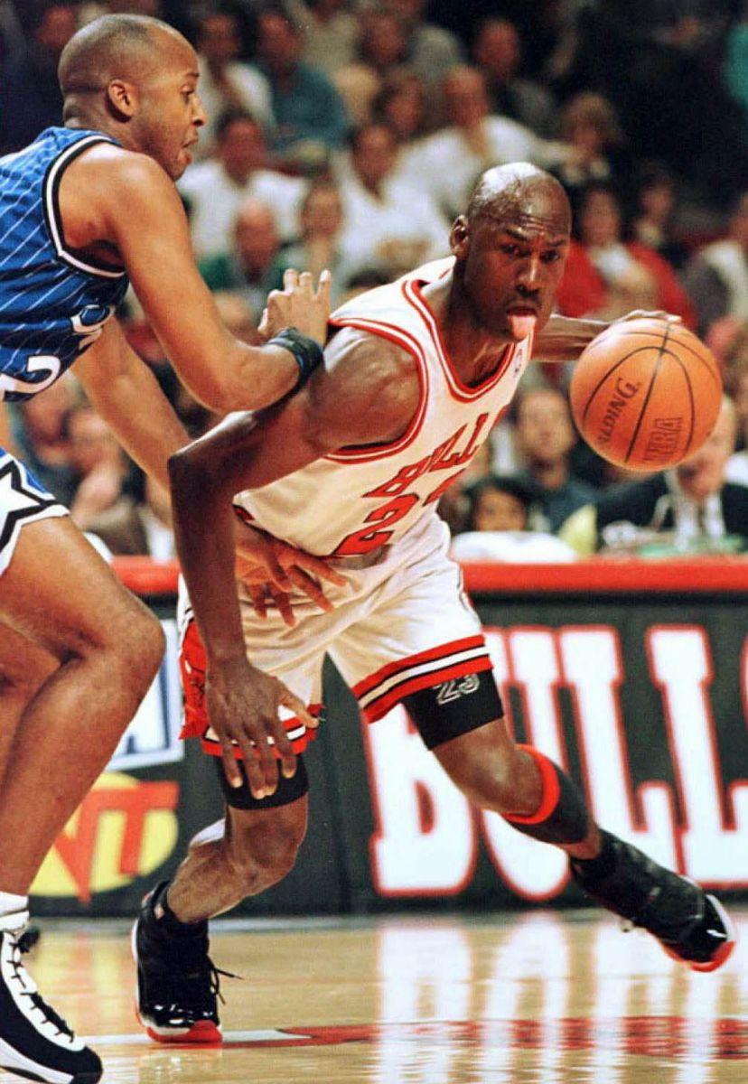 4f64ccc4bfcb Flashback    Michael Jordan in the Air Jordan XI Black True Red ...