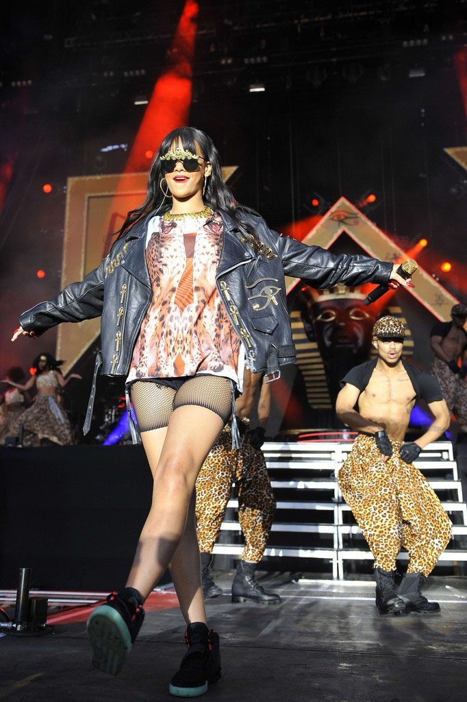 Rihanna wearing Nike Air Yeezy 2 (4)