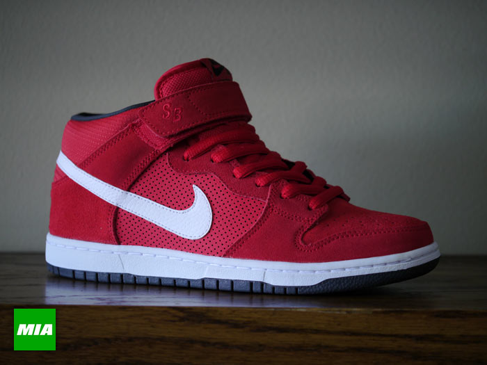 wholesale dealer 821d2 c57a3 Nike SB Dunk Mid Pro - Hyper Red | Sole Collector