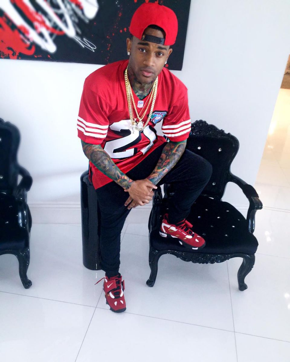 Conceited wearing the '49ers' Nike Air Diamond Turf 2
