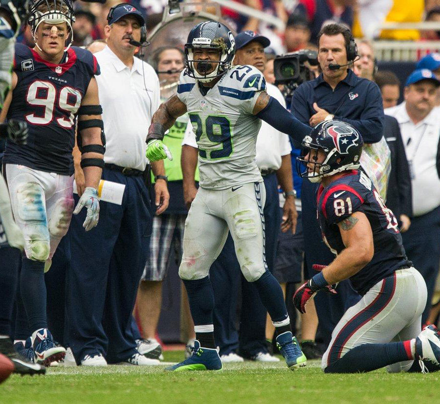 Earl Thomas wearing Air Jordan 12 XII Seattle Seahawks Away PE Cleats (2)