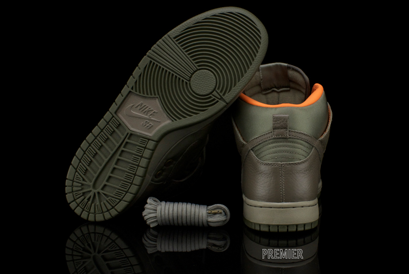 Nike SB x Frank Kozik Dunk High Premium QS  5c5edde90
