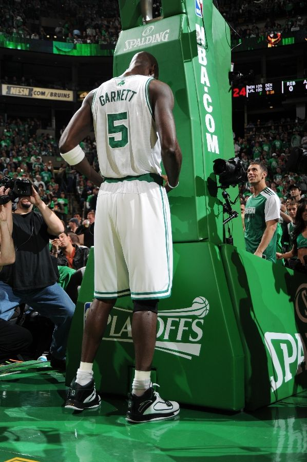 Kevin Garnett wearing the ANTA KG1