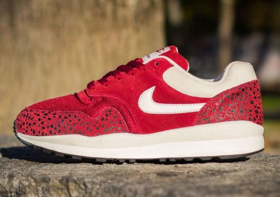 Nike Air Safari - Team Red/White   Sole