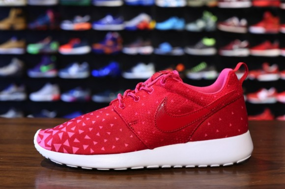 Nike Roshe Run Gs Valentine S Day Sole Collector