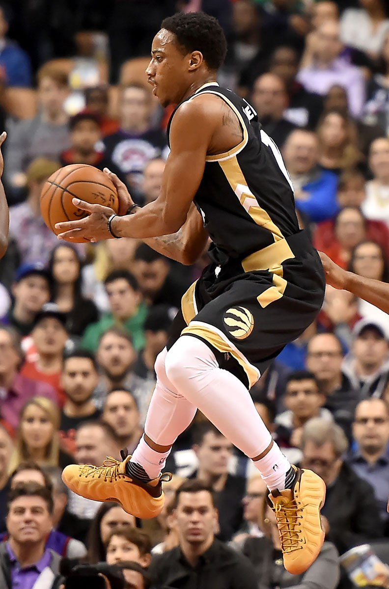 6f186d11d6b SoleWatch  DeMar DeRozan Plays In Off-Court Nike Foamposites