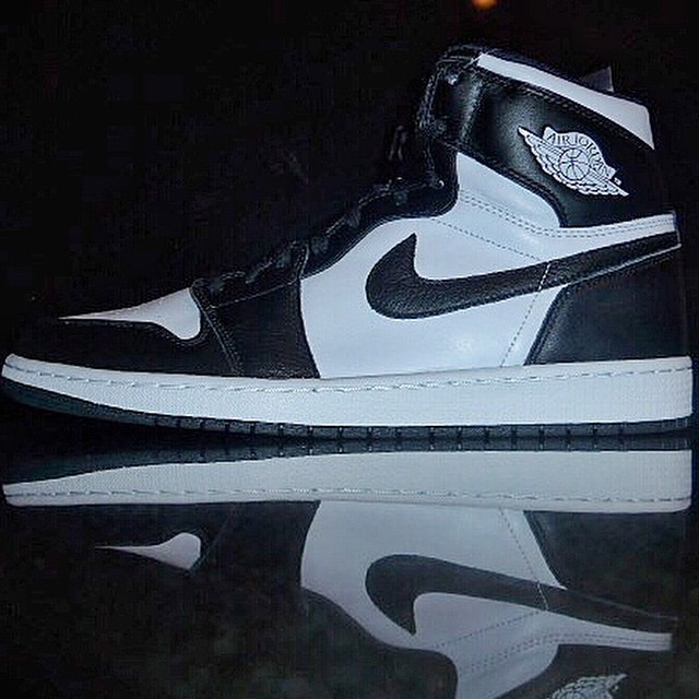 DJ Clark Kent Picks Up Air Jordan 1 Retro High OG Black/White
