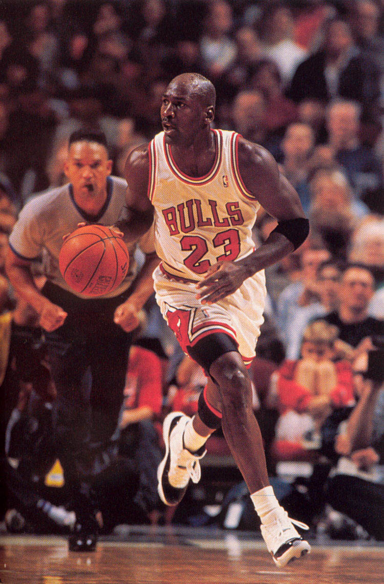 Michael Jordan wearing Air Jordan XI 11 Concord (7)