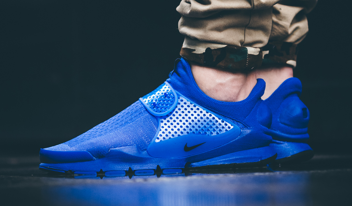 see how nike 39 s sock dart 39 independence day 39 pack looks on. Black Bedroom Furniture Sets. Home Design Ideas