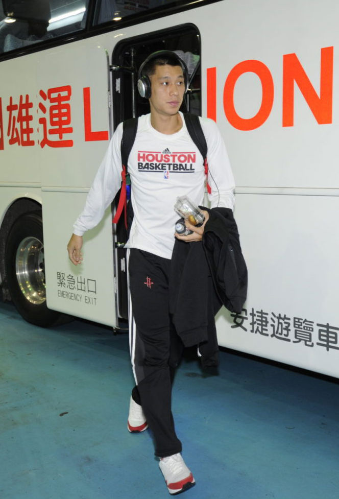 Jeremy Lin wearing Nike Air Max 1