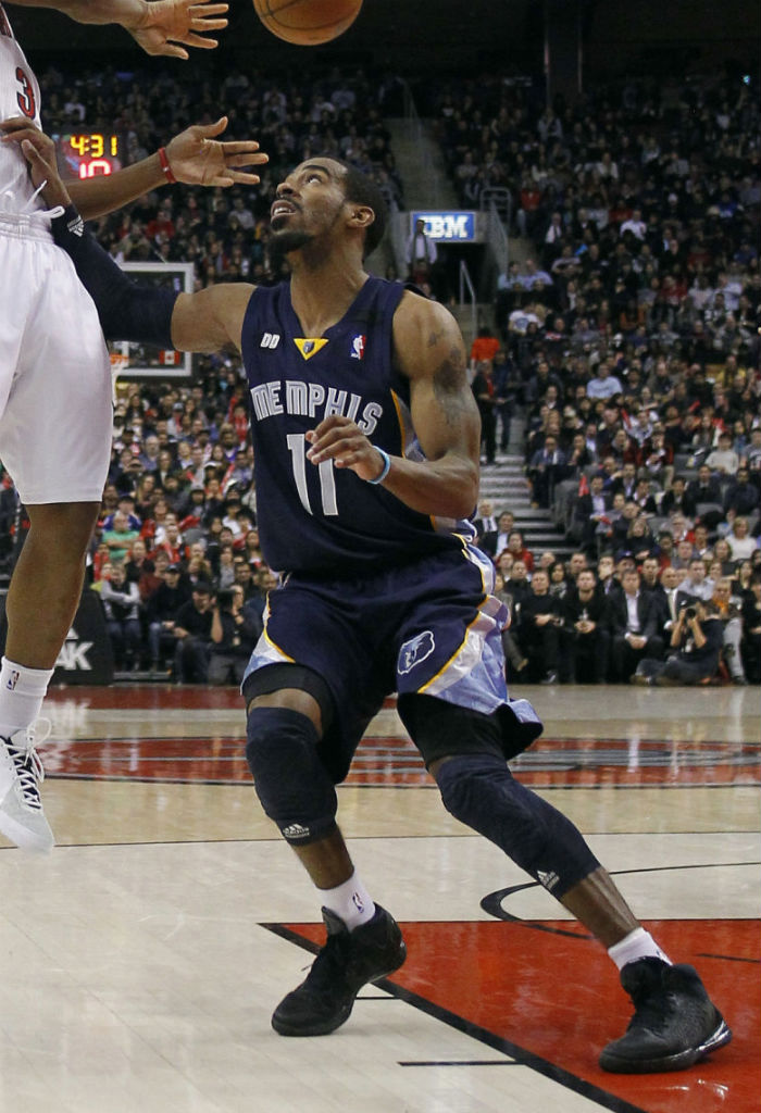 Mike Conley wearing adidas Rose 3 Blackout