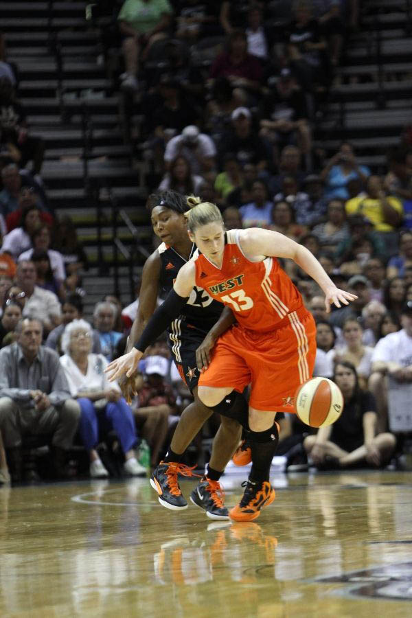 Lindsay Whalen & Cappie Pondexter wearing Nike Zoom Hyperfuse 2011