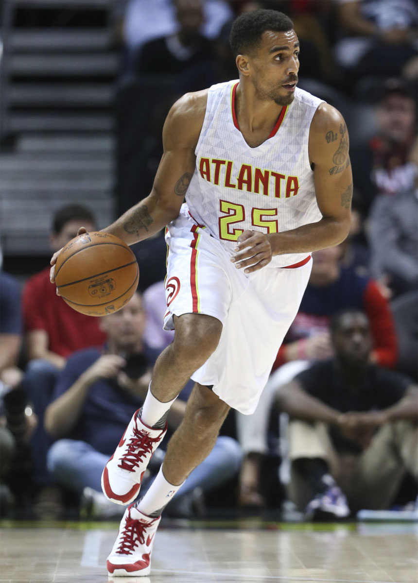 Thabo Sefolosha wearing the White/Red Nike Air Max 1 Mid