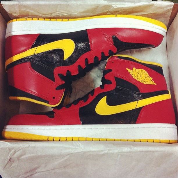 Air Jordan I 1 Retro High OG Black Gym Red University Gold Highlight 555088-017 (5)