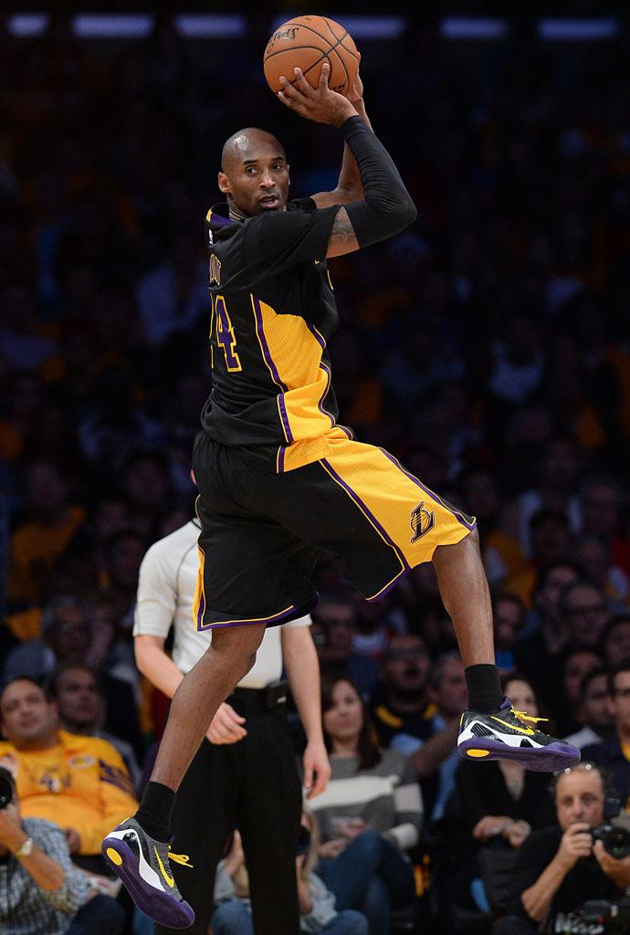 Kobe Bryant wearing Nike Kobe IX 9 Elite Low Hollywood Nights PE (1) b2c671d00f38