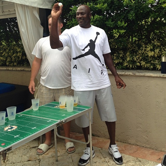 Michael Jordan wearing Air Jordan 11 XI Low Concord (1)
