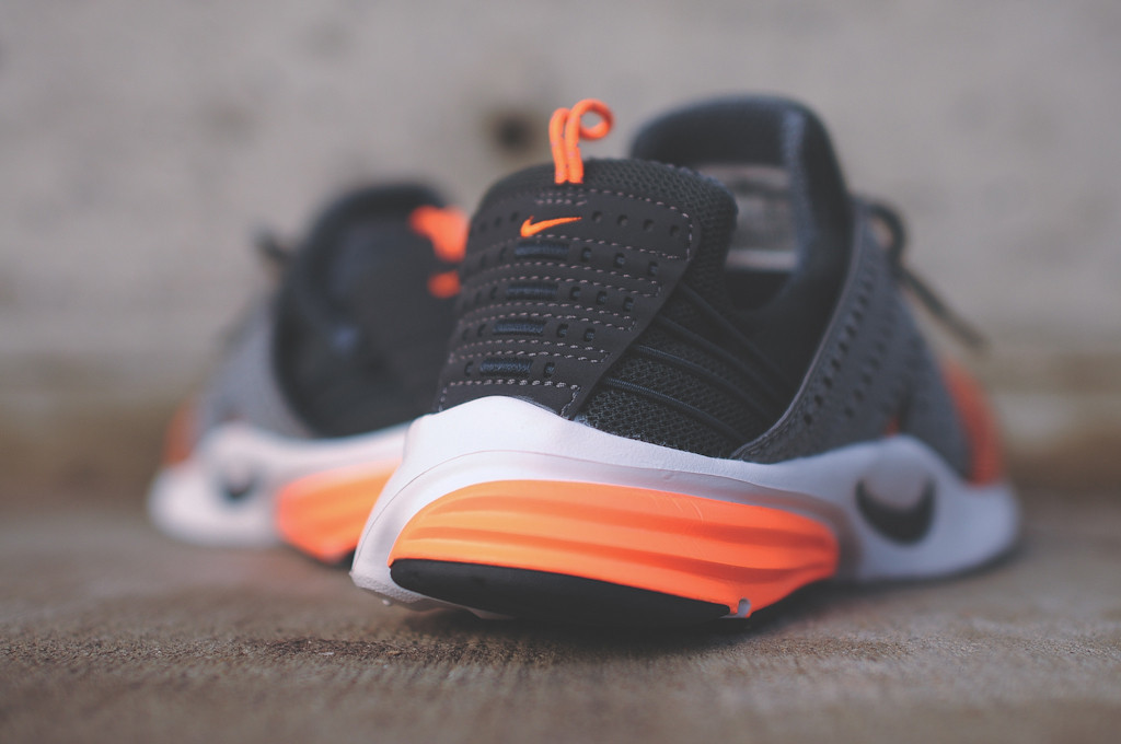 purchase cheap fe6c0 3c619 The Anthracite Atomic Orange Nike Lunar Presto is now available from select  spots such as Kith.