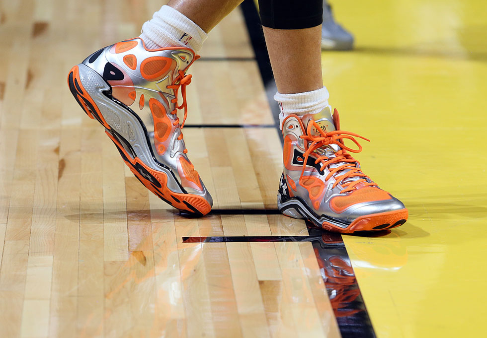 Stephen Curry wearing Under Armour Anatomix Spawn Silver/Orange PE