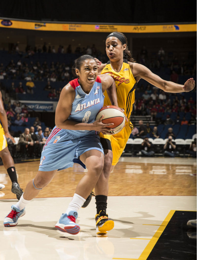 Skylar Diggins wearing Nike Zoom Soldier VII PE (3)