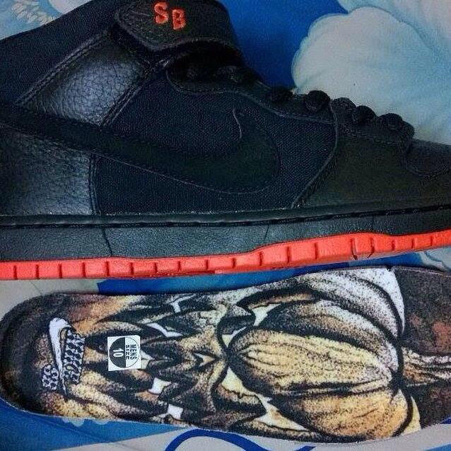 Nike Dunk Mid SB Haunted Halloween