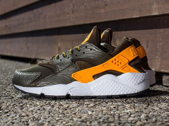 nike air huarache classic orange