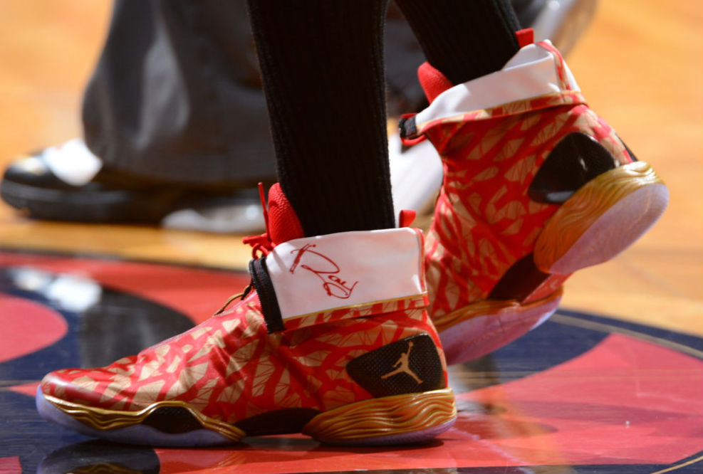 Ray Allen Practices In Gym Red/Gold Air Jordan XX8 Finals PE (1)