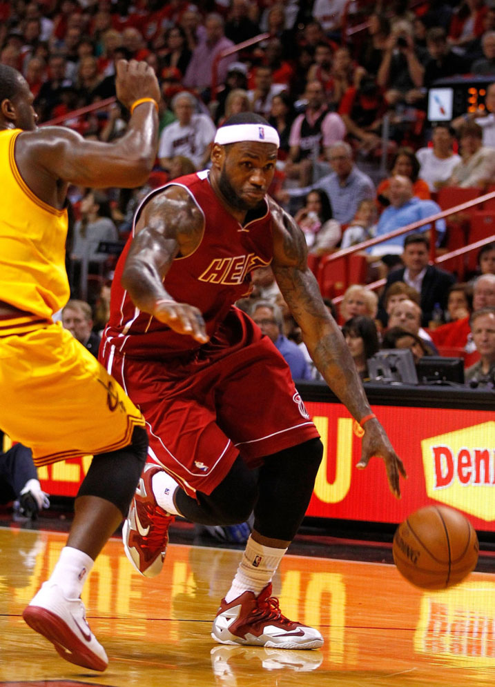 LeBron James Wears Nike LeBron 11 Red/Silver PE (3)