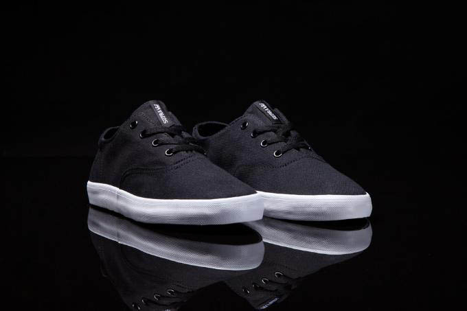 SUPRA Wrap Summer 2012 Black White