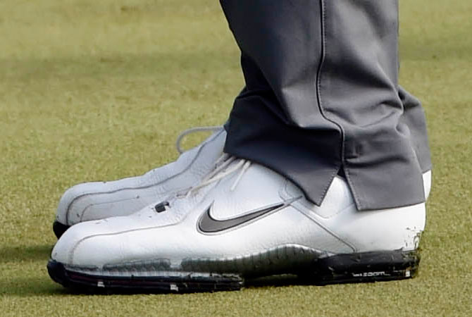 Tiger Woods Is the Latest Nike Athlete Not Wearing His New Signature ... 8ce26408b