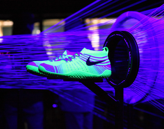 Nike Free Hyperfeel Trainer glow in the dark magenta