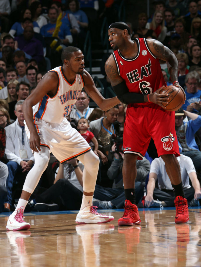 Kevin Durant wears Nike Zoom KD V Aunt Pearl (5)
