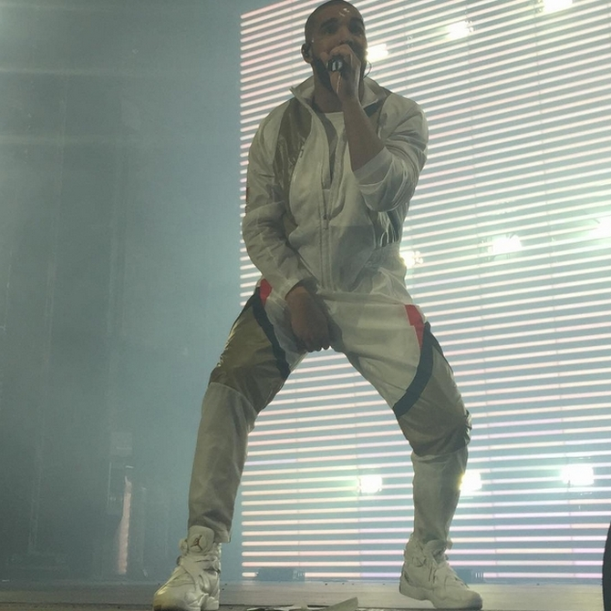 5890d5db286208 Drake Wears a Never-Before-Seen  OVO  Air Jordan Exclusive