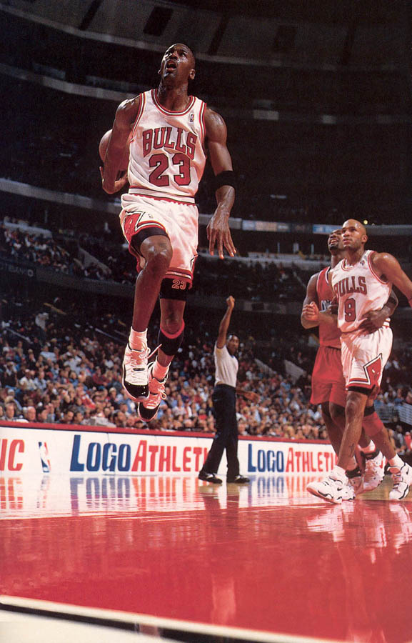 Michael Jordan wearing Air Jordan XI 11 Concord (34)