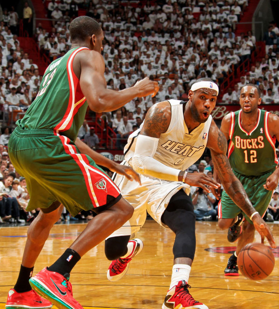 Ekpe Udoh wearing Nike LeBron 9 Low Liverpool; LeBron James wearing Nike LeBron X PS Elite PE