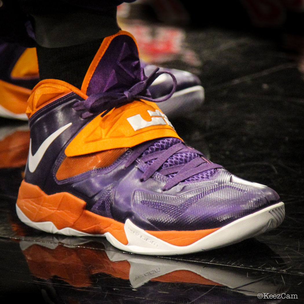 Eric Bledsoe wearing Nike Zoom Soldier VII Suns PE