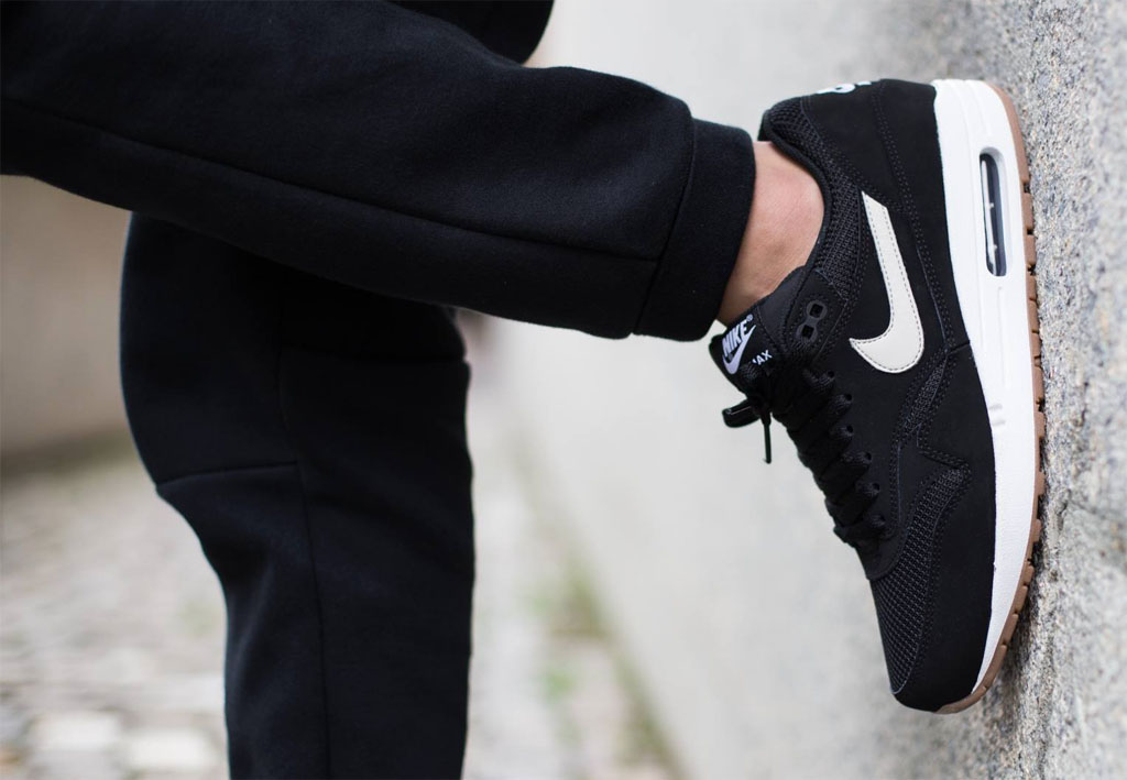 black air max 1 gum sole