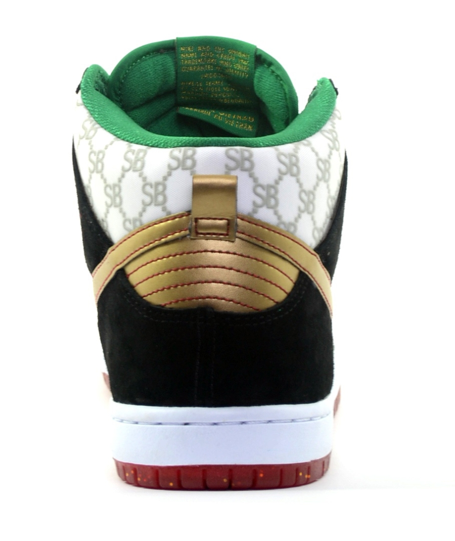 38f3821dda7 ... with an earlier release in-store at Black Sheep and select Nike SB  retailers being a strong possibility. What s your take on this Gucci-inspired  Dunk