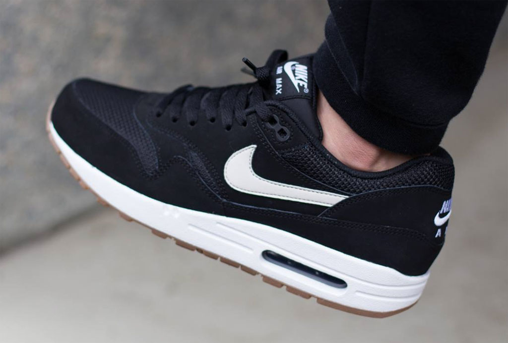 air max 1 essential black white