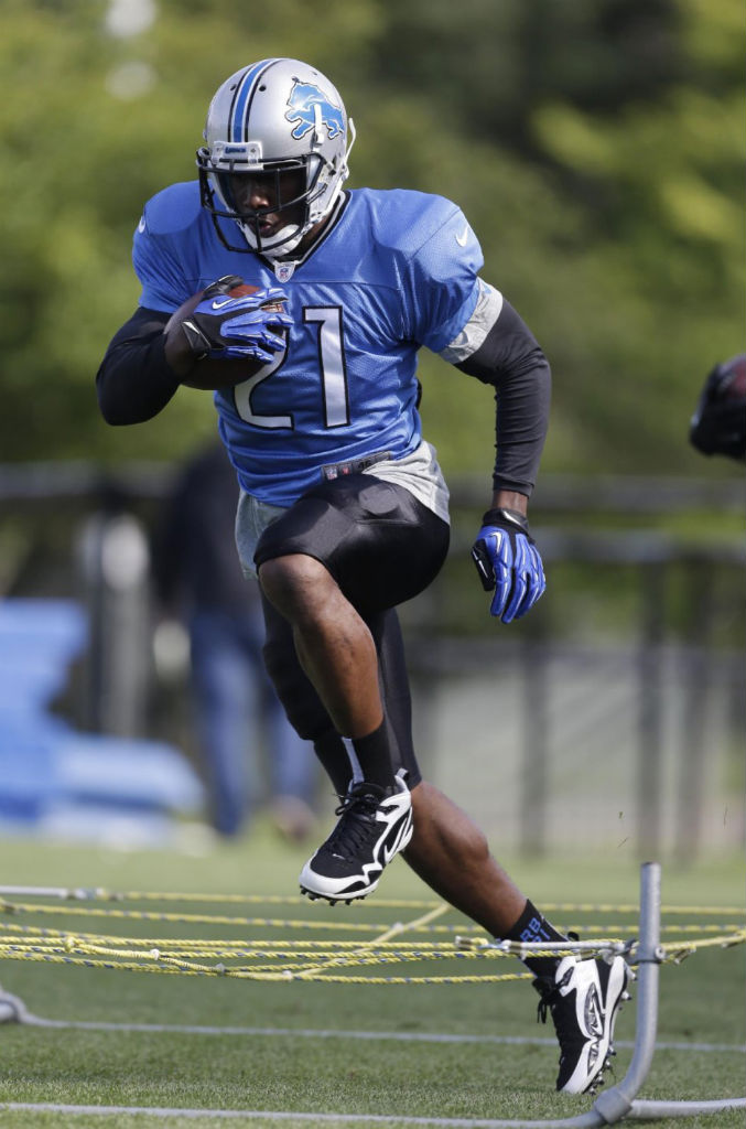Reggie Bush Signs With Nike (3)