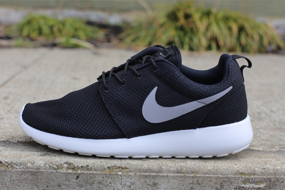 fa505f421da6 Nike Roshe Run - Black Medium Grey-Gamma